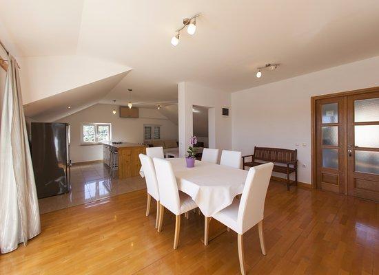 Captain's Villa Sokol: Penthouse suite dining