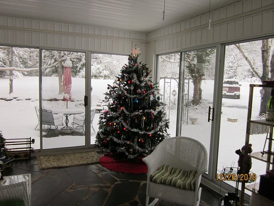 Yadkinville, NC: A rare Christmas Snow for North Carolina