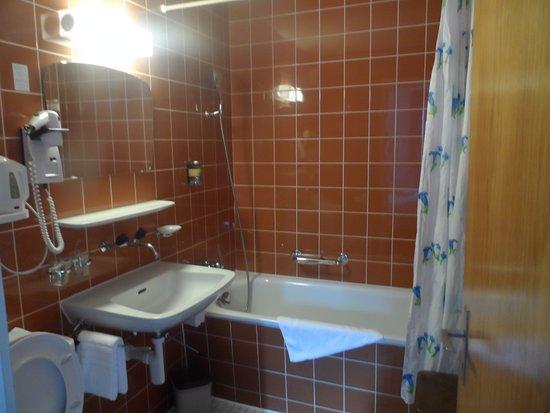 Hotel Edelweiss : Essa banheira é uma graça!