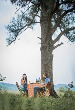 Hartbeespoort, Νότια Αφρική: Enjoying our Romantic Picnic and Horse Trail! Romance at it's very best!