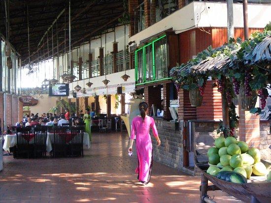 Tỉnh Bình Dương, Việt Nam: Khu vực nhà hàng ăn uống khu DL xanh Dìn Ký.
