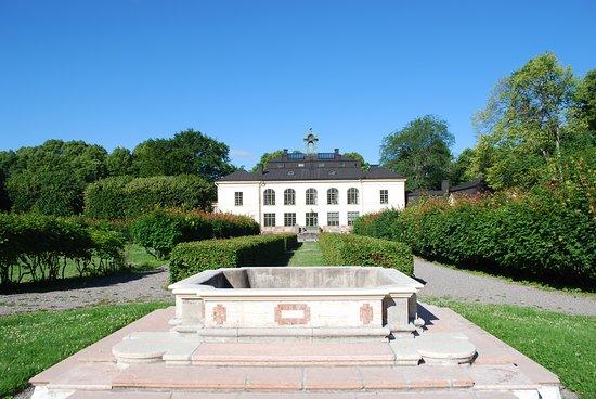 Taby, Sverige: Alla årstider är vackra hos oss men sommaren är lite extra speciell!