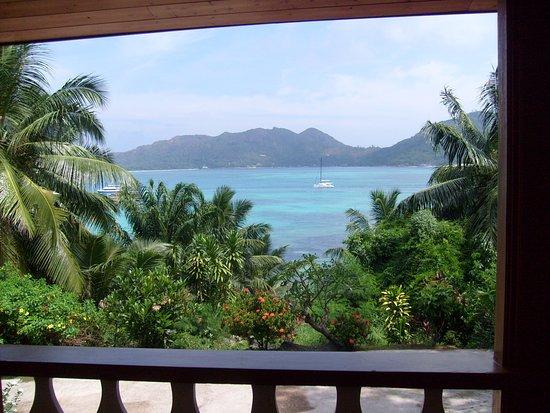 Le Grand Bleu: Vue de la terrasse et du salon
