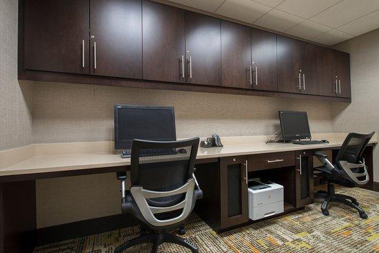 Waynesboro, GA: Business Center