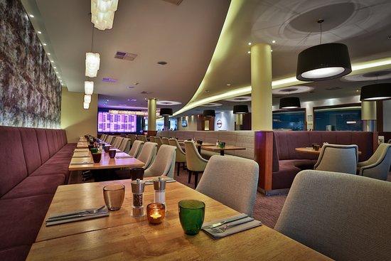 Jurys Inn Hotel Prague: Bistro Restaurant Ambiance