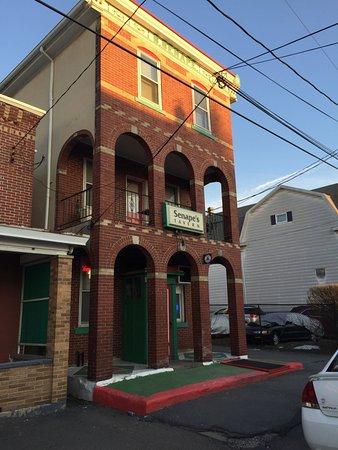 Senape's Tavern Pitza