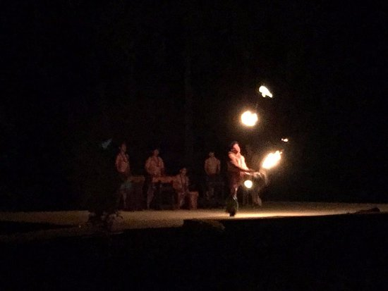 Smith's Tropical Paradise Luau: local performers