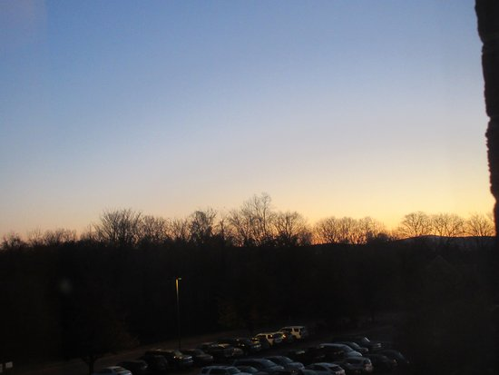 Clarion Hotel & Conference Center: Sunrise from the room