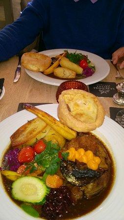 Ilsington, UK : Sunday Lunch, beautifully cooked