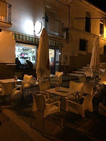 Alora, Espanha: Sitio tranquilo donde se tapea de lujo