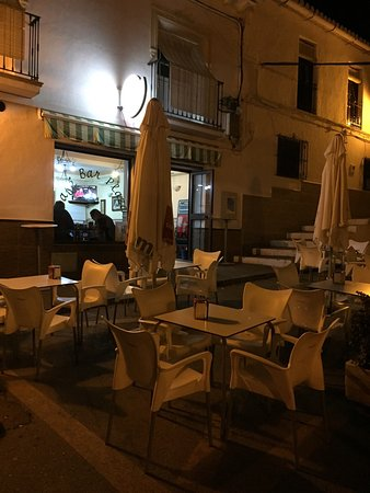 Alora, Spain: Sitio tranquilo donde se tapea de lujo