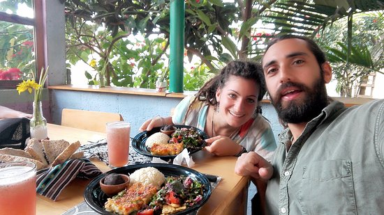 San Juan la Laguna, Γουατεμάλα: Here we are eating this beautiful food and chilling in the beautifull terrace facing the lake!!