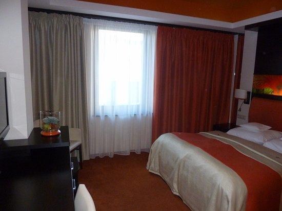 Gyula, Hongrie : Narancssárga standart szoba