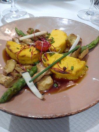 Le Neubourg, Frankrike: Butternet,asperges sauces champignons
