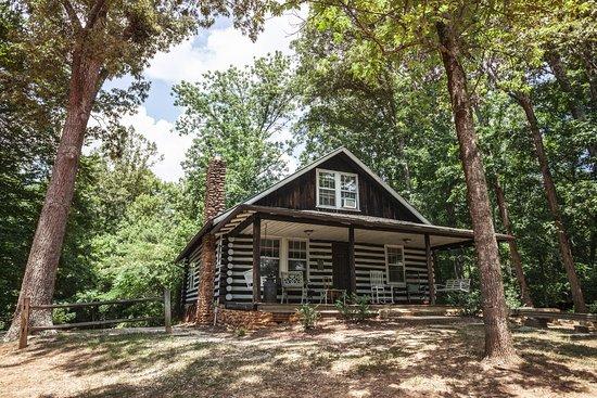 Greeneville, TN: The 1930's Log Cabin