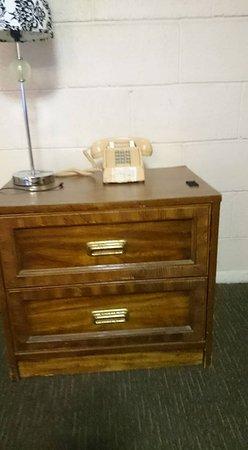 Jasper, AR: Very aged, ancient furniture in bad disrepair