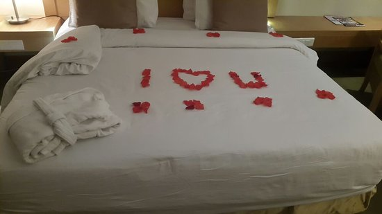 Radisson Blu Anchorage Hotel, Lagos: me and wify and d decorated bed with flowers...