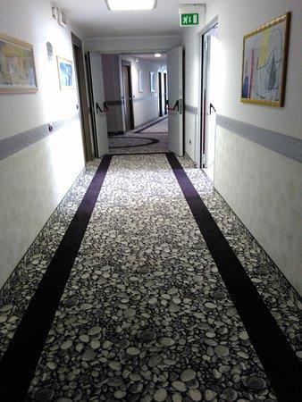 Brindor Hotel: corridoio piano 4°