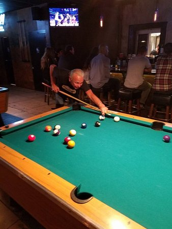 Tustin, CA: pool tables