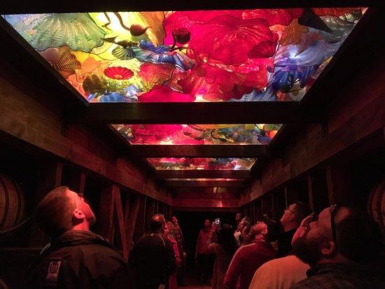 Loretto, เคนตั๊กกี้: Art glass installation in a cellar.