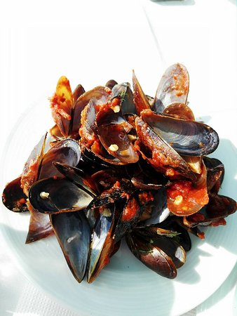 Kavarna, Bulgaria: delicious spicy mussels