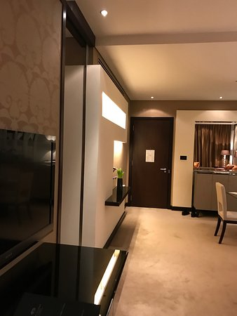 Al Faisaliah Hotel: A real five star Hotel