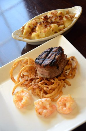 Rock Falls, Илинойс: Steak, shrimp, and loaded mac and cheese