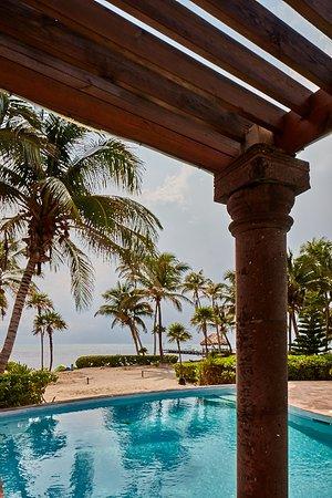 La Perla Del Caribe: View of beach from pool