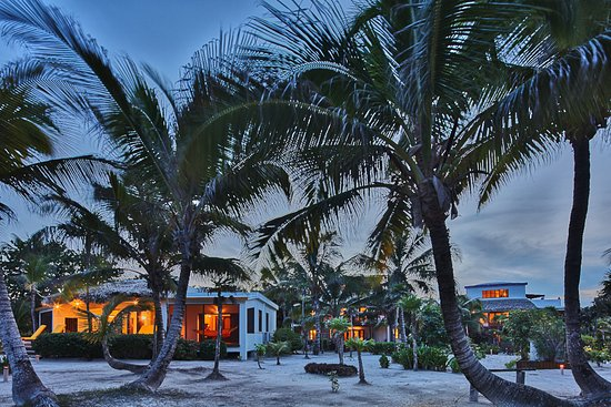 La Perla Del Caribe : View of southern villas at dusk