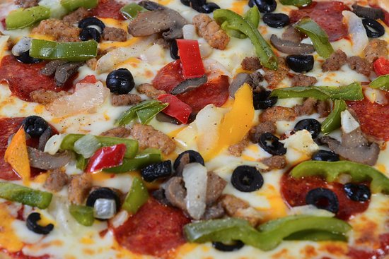 Worthington, MN: Duffer's Bar and Grill offers favorites like pizza.