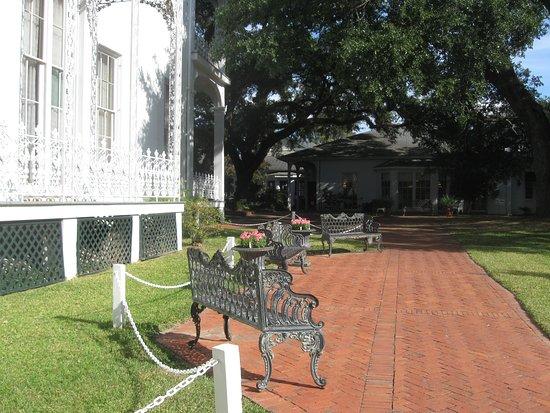 Natchez, MS: Walkway for diable peopple entrance