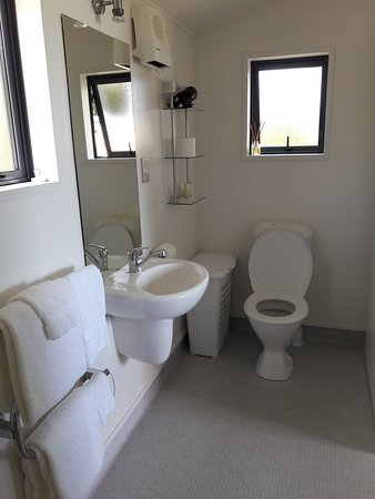 Kaka Point, New Zealand: Unit 2 - Bathroom