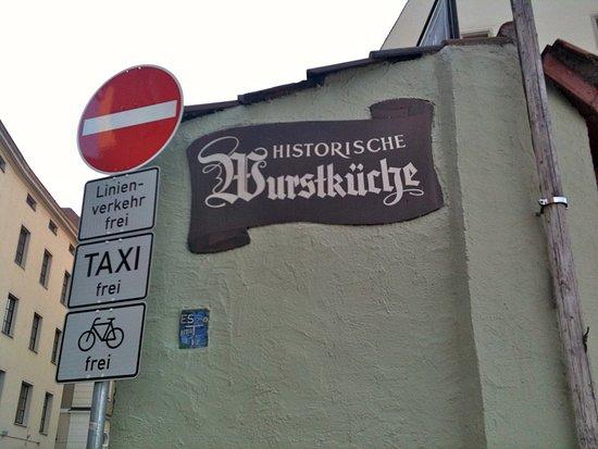 Steinerne Brücke: Historische Wurstküche for sausages!
