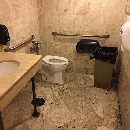 Playwright Irish Pub: The restroom was clean and accessible