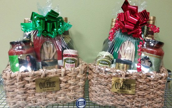 Sun Prairie, Висконсин: Custom-made gift baskets. Who wouldn't like on of these?