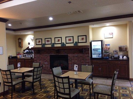 Holiday Inn Express Childress-- break fast tables