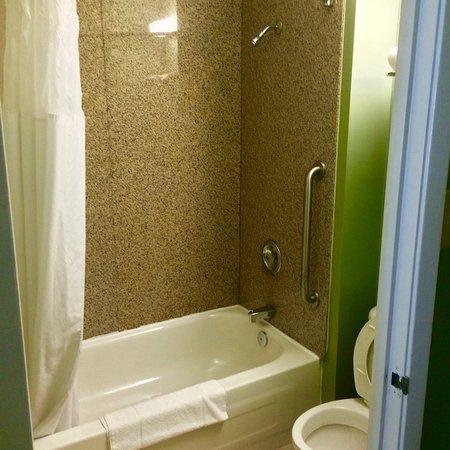 Goffs, Canada : Banheira funcionando, bom chuveiro