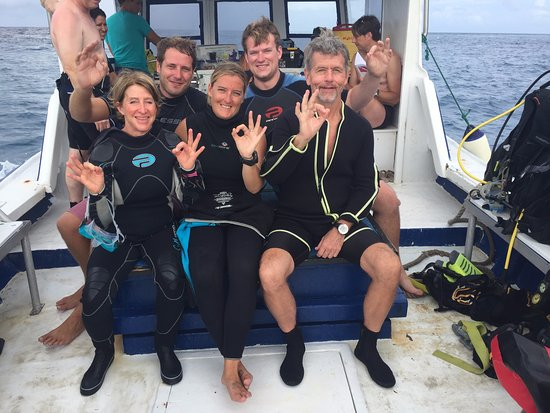 Windwardside, Σάμπα: On the dive boat! (left to right) Mom, Ben, Cato, Son, Dad