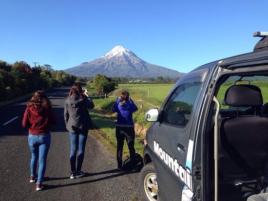 New Plymouth, Nya Zeeland: A photo opportunity stop on the way to the mountain