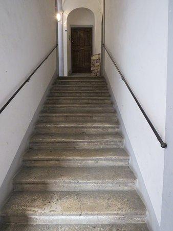 Casa Mastacchi: Up the stairs
