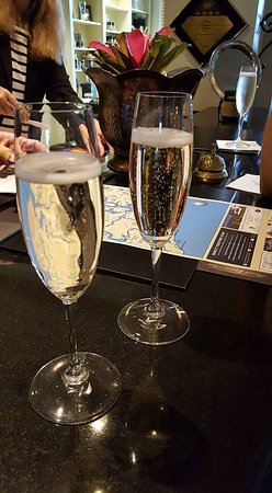 French Quarter Inn: Check in champagne greeting