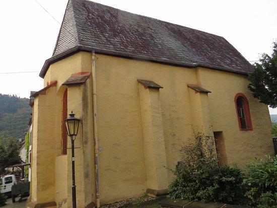 Ediger-Eller, Germany: Het oude kerkje.Even eromheen lopen voor de ingang.Eller
