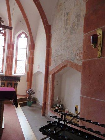 Ediger-Eller, Niemcy: kerkje Eller binnen. Je kunt er ook gewijde, gedroogde lavende binnen kopen.