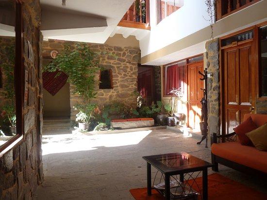 Tikawasi Valley Hotel: área interna