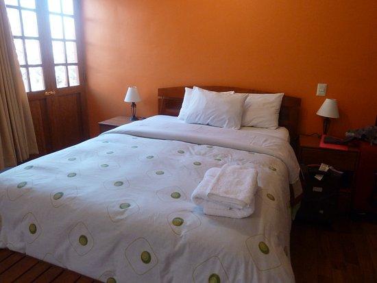 Tikawasi Valley Hotel: quarto amplo e espaçoso, tudo muito limpo