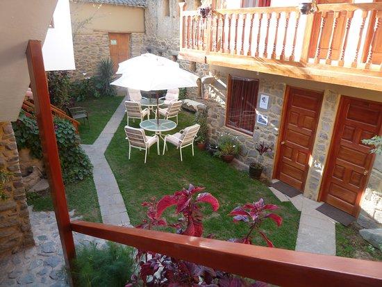 Tikawasi Valley Hotel: Jardim interno
