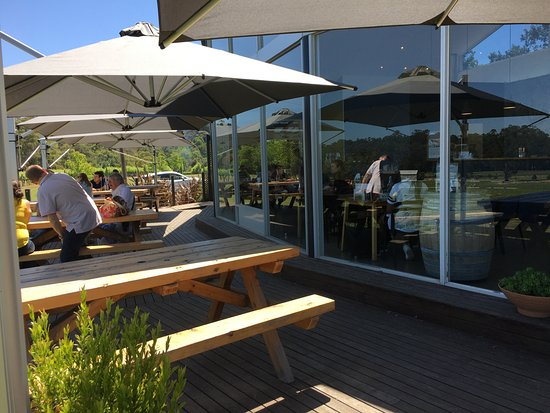 Healesville, Australien: Lunch at Boat O'Craigo Vineyards