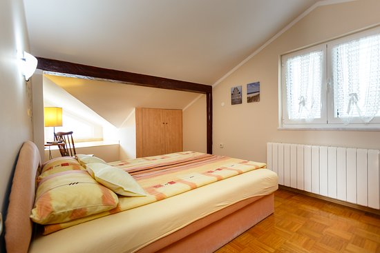 Schlafzimmer In Dachgeschoss Picture Of Villa Elizabet Malinska