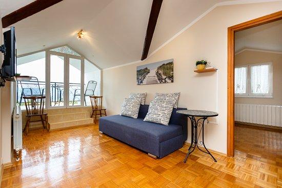 Villa Elizabet: Wohnzimmer In Dachgeschoß