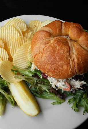 Cafe Dry Dock & Inn: Annie's Chicken Salad
